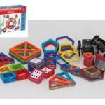 磁石の知育玩具、マグフォーマ―で遊ぶ2歳の子供